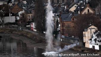 Саперы проводят контролируемый взрыв, Кобленц, декабрь 2011 года