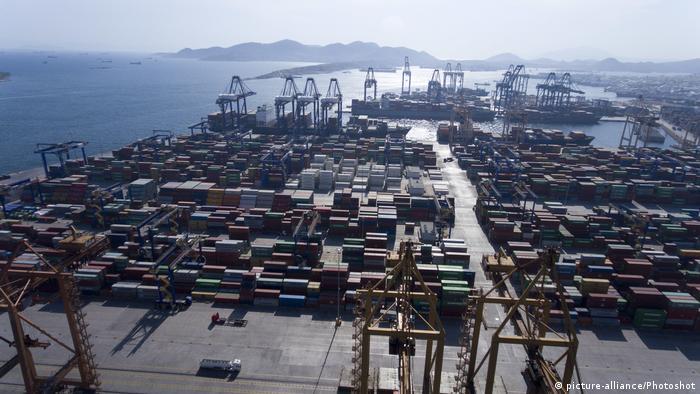 Griechenland Containerhafen Piräus