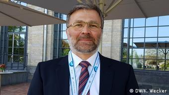 Josef Kallo pesquisa no Instituto de Termodinâmica da Engenharia do Centro Aeorespacial Alemão (DLR)