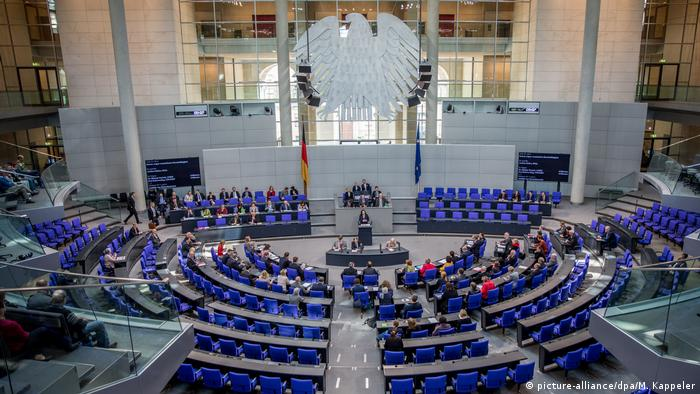 Deutschland Bundestag Plenum (picture-alliance/dpa/M. Kappeler)