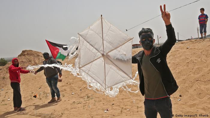 Gaza protesters with kites