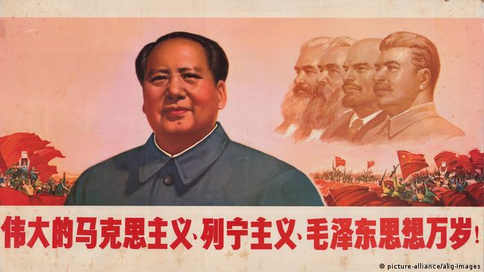 A poster features Mao with the profiles of Marx, Engels, Lenin and Stalin in the background (picture-alliance/akg-images)