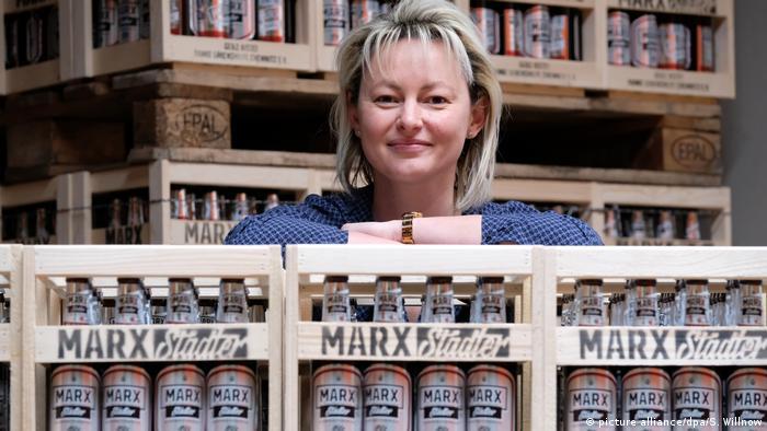 نیکول شوابه، مدیر یک آبجوسازی در شهر کمنیتس به مناسبت دویستمین سالگر تولد کارل مارکس نیز آبجویی با همین نام وارد بازار کرده است.