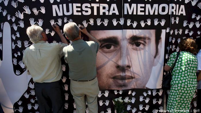 Spanien Madrid Demonstration für die Opfer der ETA (picture-alliance/dpa/J. J. Guill)