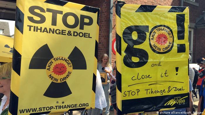 Atomkraftgegner gegen Kernkraftwerke Tihange und Doel