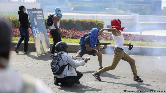 Protests in Nicaragua against pension reform (picture-alliance/dpa/AP/A. Zuniga)