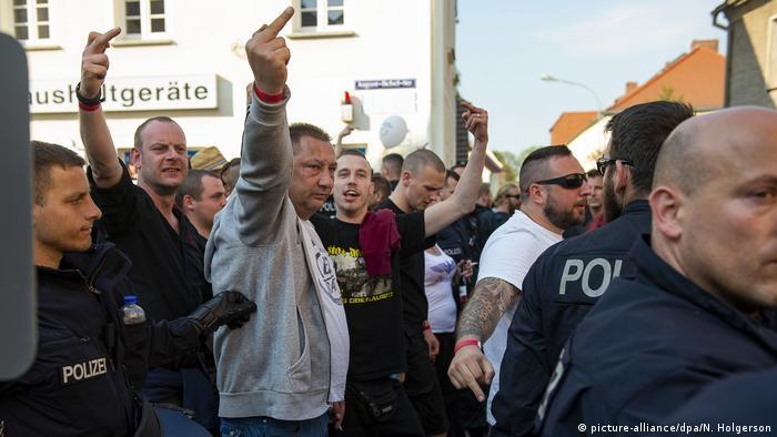 Veranstaltungen gegen Neonazi-Festival (picture-alliance/dpa/N. Holgerson)
