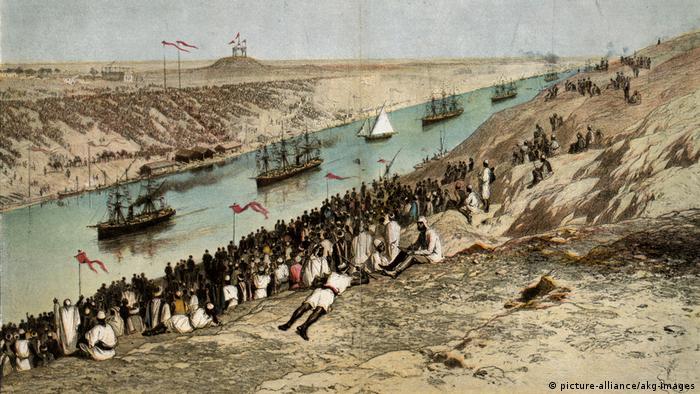 احداث کانال سوئز با عمق متوسط ۲۲ متر در سال ۱۸۵۹ آغاز شد و تاریخ افتتاح آن ۱۷ نوامبر سال ۱۸۶۹ بود (نقاشی از روز افتتاح کانال) . طول کانال ۱۹۲ کیلومتر است و دریای مدیترانه را به دریای سرخ وصل میکند.
