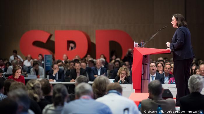 Außerordentlicher Bundesparteitag der SPD (picture-alliance/dpa/B. von Jutrczenka)