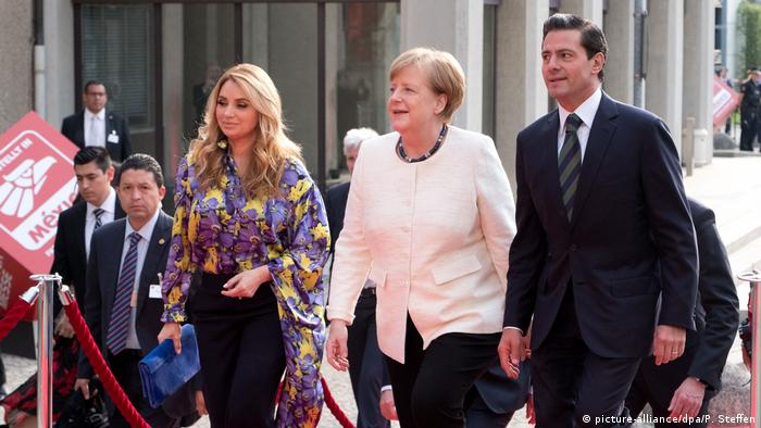 Chancellor Merkel with guests from Mexico, President Pena Nieto and his wife, Rivera de Pena