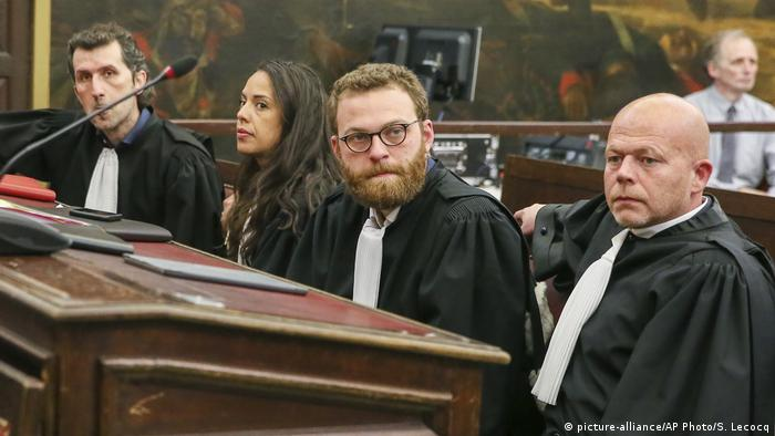 Abdeslam's and Ayari's lawyers (picture-alliance/AP Photo/S. Lecocq)