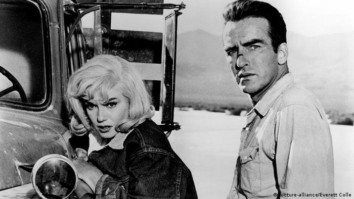 Film still from the drama The Misfits with Marilyn Monroe and Montgomery Clif (picture-alliance/Everett Colle)
