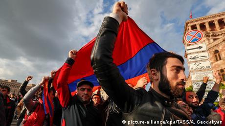 Відставка Саргсяна: вірменам набридла корумпована влада, що не міняється