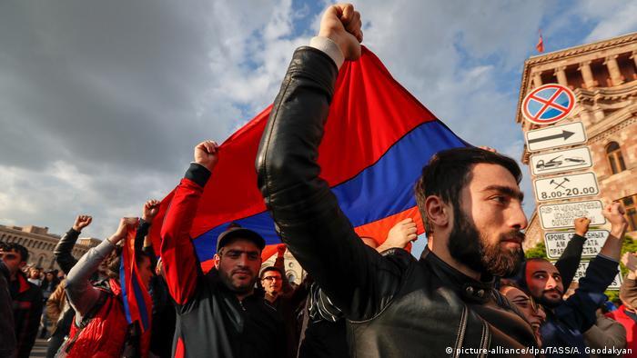 Демонстранты на улицах Еревана