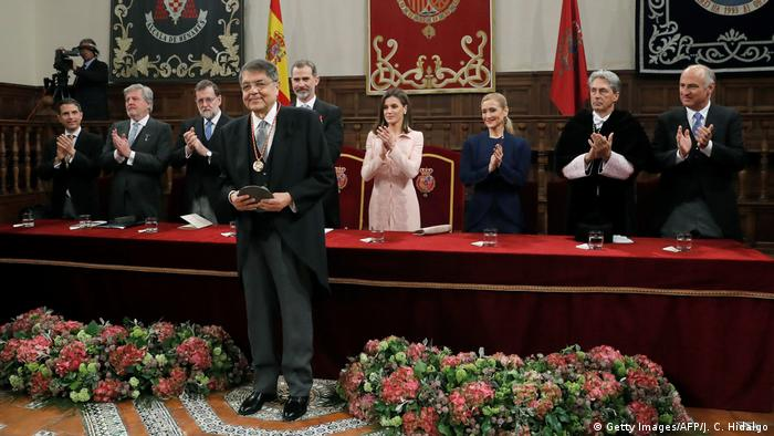 Spanien Madrid - Sergio Ramirez mit Königin Letizia und König Felipe bei Verleihung des Literaturpreises Miguel de Cervantes (Getty Images/AFP/J. C. Hidalgo)