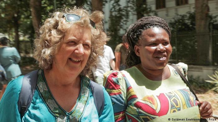 Liziwe McDaid (à gauche) et Makoma Lekalakala ont remporté le prix Goldman de l'environnement en 2018 pour avoir mis un terme à l'accord sur l'énergie nucléaire (prix Goldman de l'environnement).
