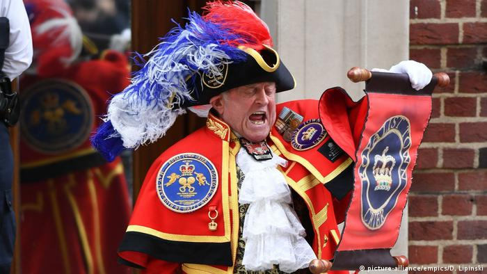 UK Royal baby town crier (picture-alliance/empics/D. Lipinski)