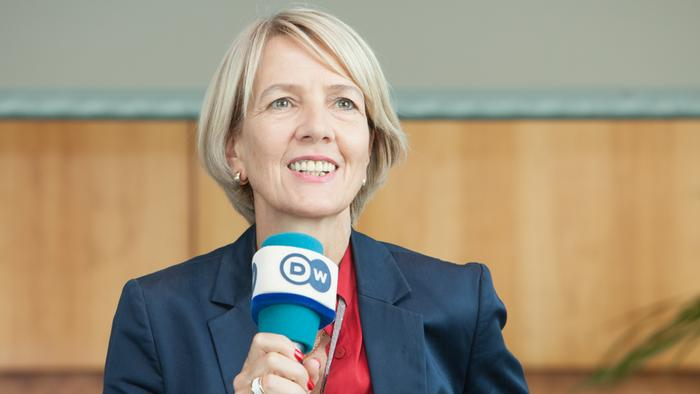 Gerda Meuer, Programmdirektorin