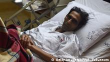 Pakistan Hockey Torwart Mansoor Ahmed im Krankenhaus (Getty Images/AFP/R. Tabassum)