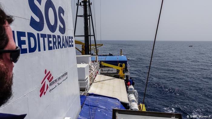 SOS head coordinator Nick Romaniuk and rubber boat (DW/F. Warwick)