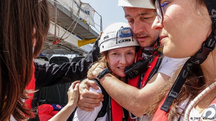 MSF teammates hug MSF nurse Sylvie (DW/F. Warwick)