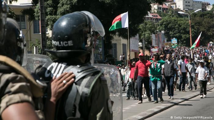 Madagaskar Demonstration der Opposition in Antananarivo (Getty Images/AFP/Rijasolo)