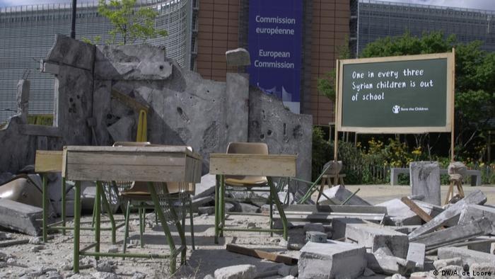 Belgien Brüssel - Zur Syrien Konferenz: Zerbombter Klassenraum in Syrien