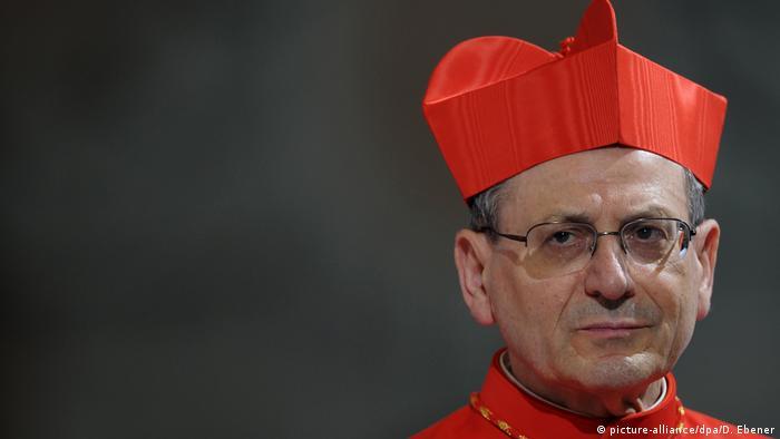 Religiöse Kopfbedeckung Kardinal Birett (picture-alliance/dpa/D. Ebener)