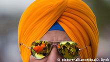 Man wearing Turban and sunglasses (picture-alliance/dpa/D. Dyck)
