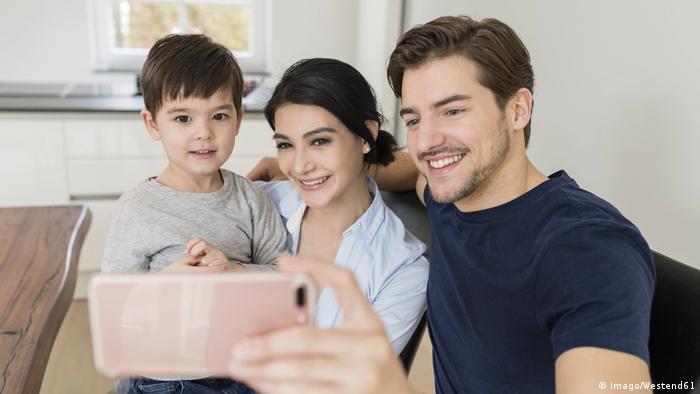 Anne ile baba arasındaki sevgi çocuğun gelişimi üzerinde olumlu etkiye sahip
