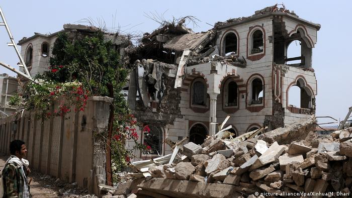 Jemen Luftangrif auf Sanaa (picture-alliance/dpa/Xinhua/M. Dhari)