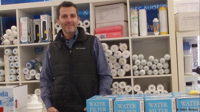 Griechenland Alarmspezialist verkauft Wasserfiltersysteme um zu überleben