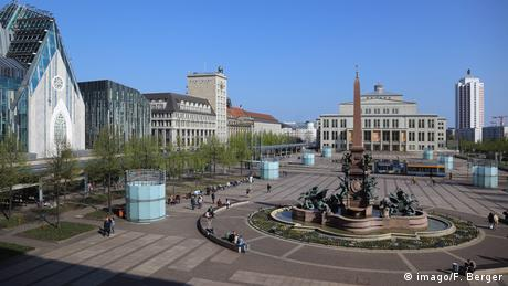 Vista da praça Augustusplatz em Leipzig