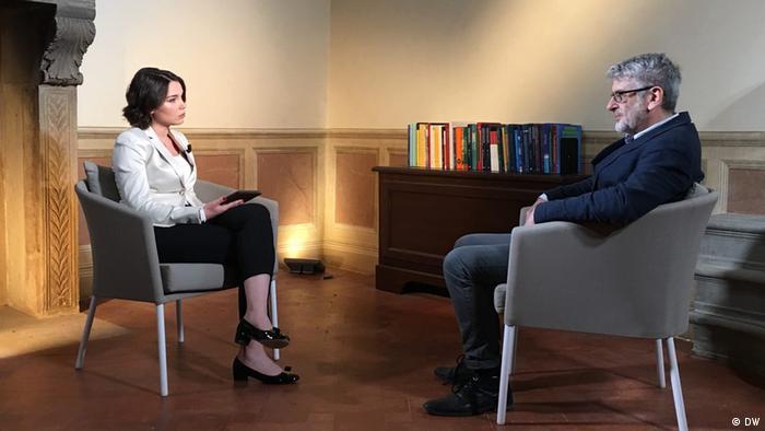 Александр Эткинд во время интервью с Жанной Немцовой