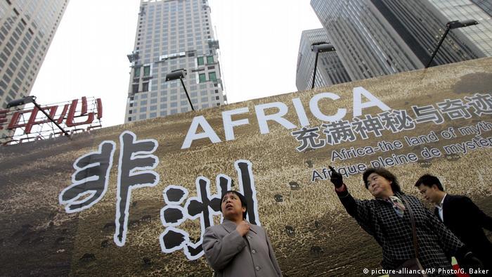Symbolbild chinesische Auslandshilfe in Afrika (picture-alliance/AP Photo/G. Baker)