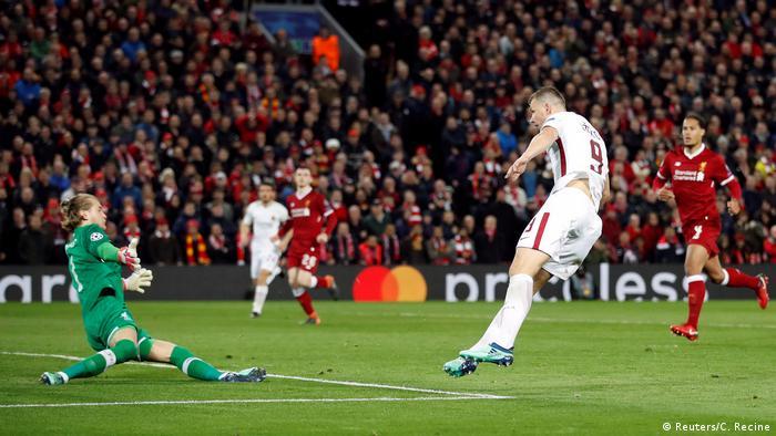 Champions League Liverpool vs AS Rom Dzeko Tor (Reuters/C. Recine)