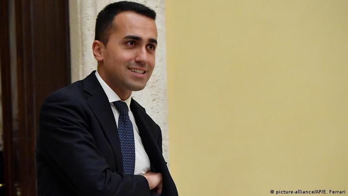 El líder del M5S, Luigi di Maio, afirmó hoy que su partido no apoyará un Gobierno tecnócrata y renovó su propuesta a la Liga Norte de Matteo Salvini de elegir a una tercera persona. La propuesta se produjo tras la reunión de di Maio con con el jefe de Estado, Sergio Mattarella. (7.05.2018).