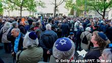 Deutschland Demonstration gegen Antisemitismus in Berlin | Berlin wears kippa (Getty Images/AFP/T. Schwarz)