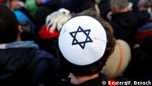 Deutschland Demonstration gegen Antisemitismus in Berlin | Berlin wears kippa (Reuters/F. Bensch)