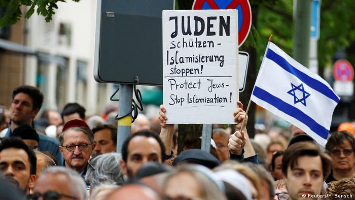 Berlin wears kippa demonstration