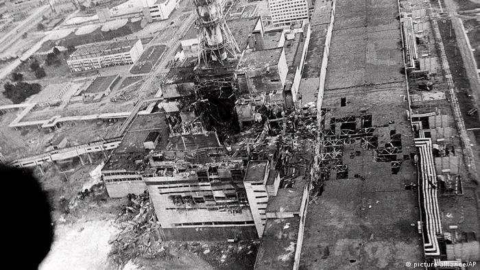 Atomkatastrophe von Tschernobyl, Luftaufnahme vom zerstörten Reaktor (1986)