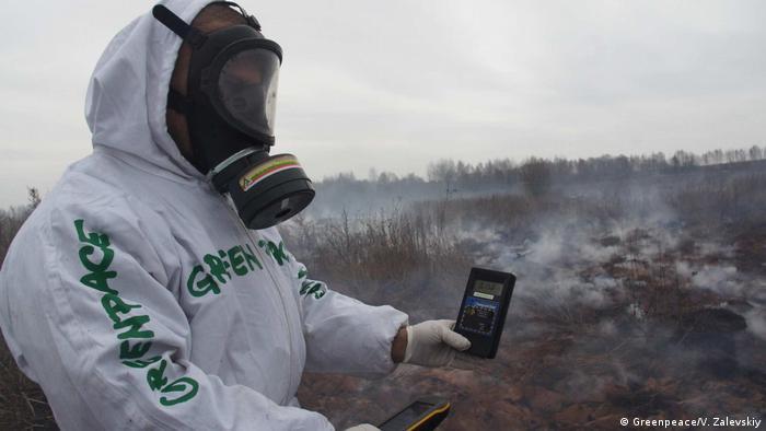 Tschernobyl , radioaktive Freisetzung durch Feuer in der radioaktiv verseuchten Bryanskregion (Greenpeace/V. Zalevskiy)