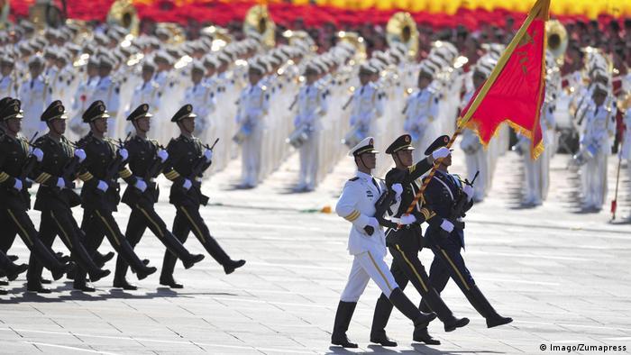 Parade der Feierlichkeiten zum 60. Jahrestag der Gründung der Volksrepublik China (Imago/Zumapress)