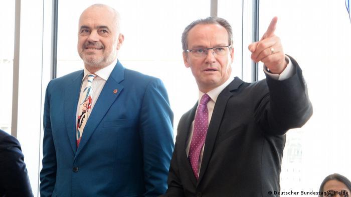Gunther Krichbaum Vorsitzender des Ausschusses des Deutschen Bundestages empfängt den Premierminister der Republik Albanien, Edi Rama (Deutscher Bundestag/A. Melde)