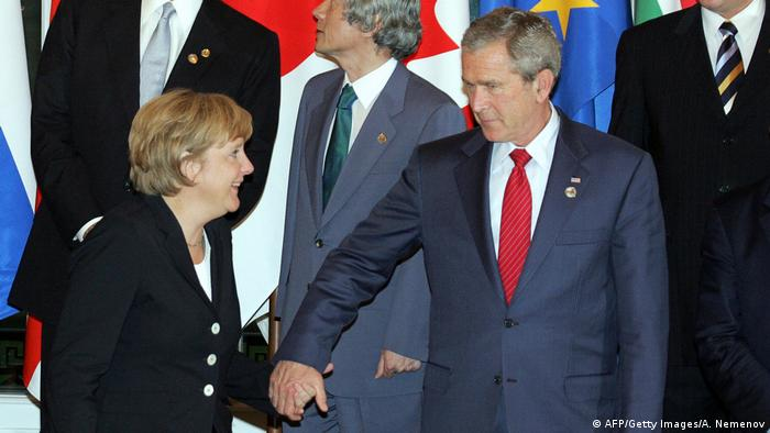 Merkel beim G8-Gipfel 2006 mit George W. Bush (AFP/Getty Images/A. Nemenov)