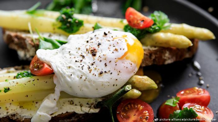 Спаржа и яйцо пашот