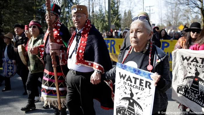 Native Americans protest against the Trans Mountain Pipeline in Canada (AFP/Getty Images/J. Redmond)