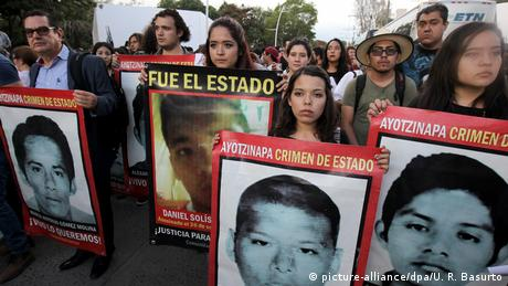 Second anniversary of the disappearance of the 43 Mexican student (picture-alliance/dpa/U. R. Basurto)