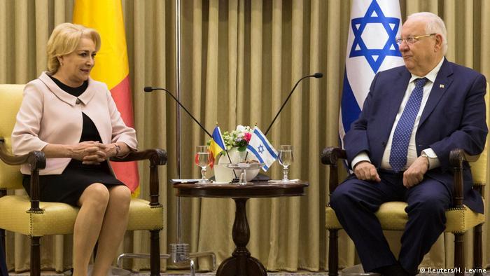 Viorica Dăncilă în timpul vizitei efectuate în Israel, alături de şeful statului evreu Reuven Rivlin