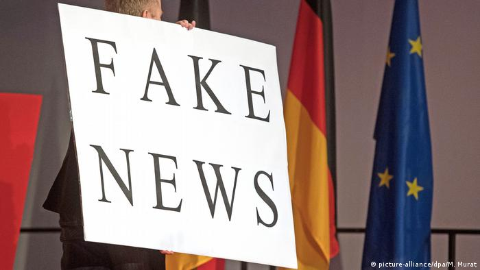 A sign with the words fake news